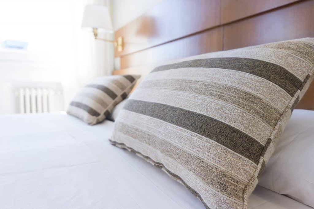 سرير ومخدات - orchidfulifestyle