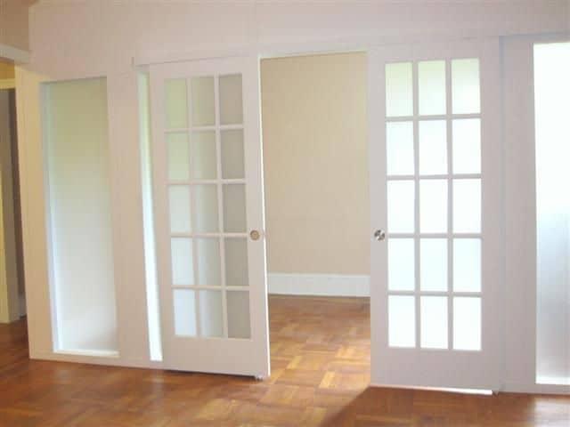 باب ذو زجاج ضبابي - orchidfulifestyle