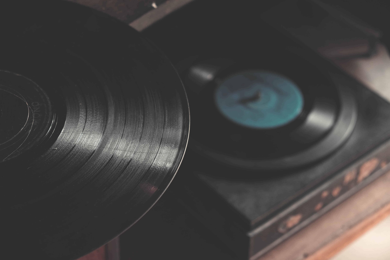 الاستماع لموسيقى موسارت-orchidfulifestyle